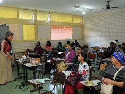 Em foto, é possível ver sala de aula com turma de estudantes da....